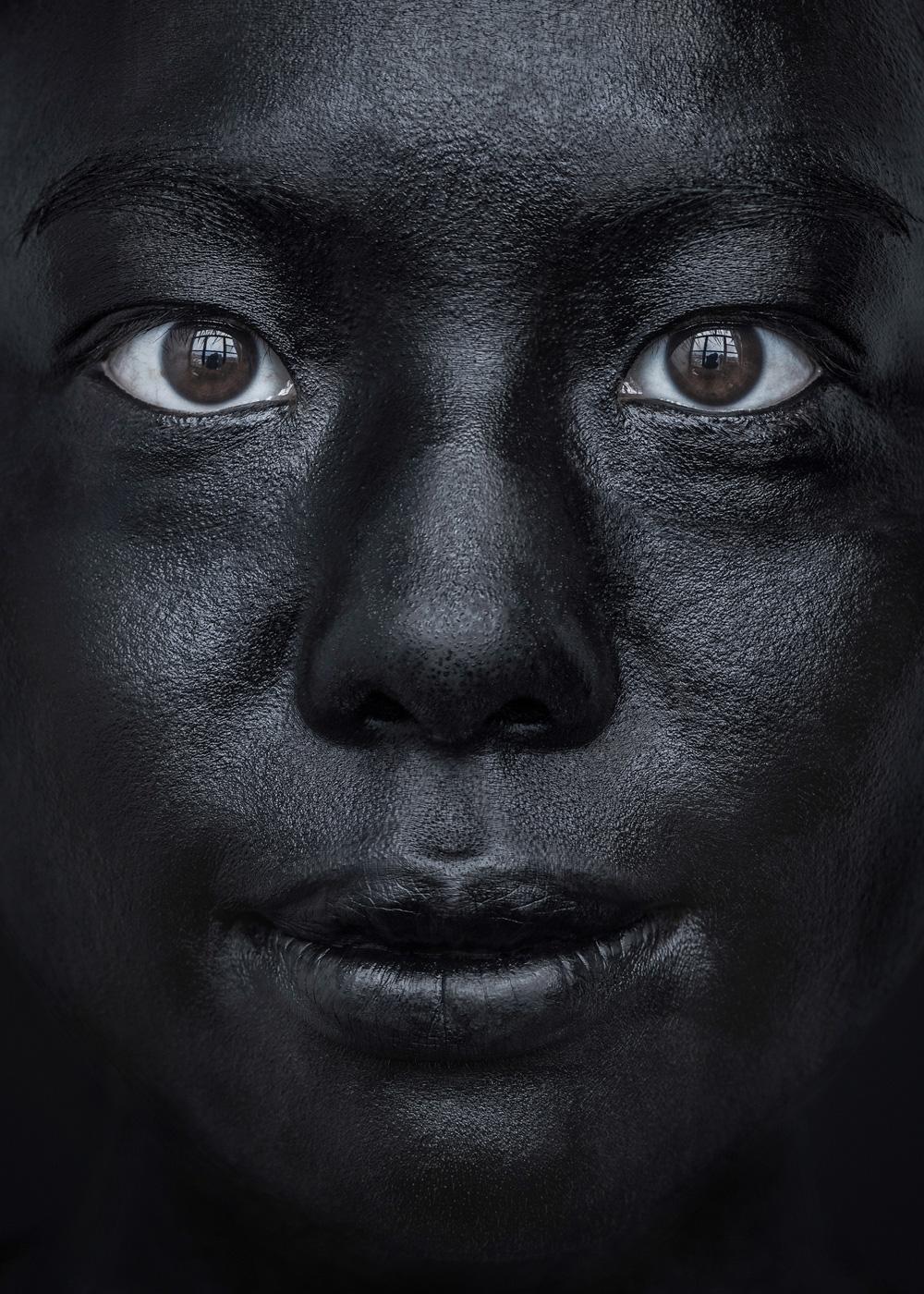 EvaMueller_BLACK_FACE_12.jpg