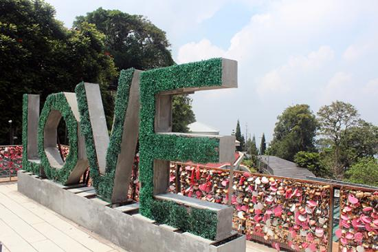 love-lock-bridge.jpg