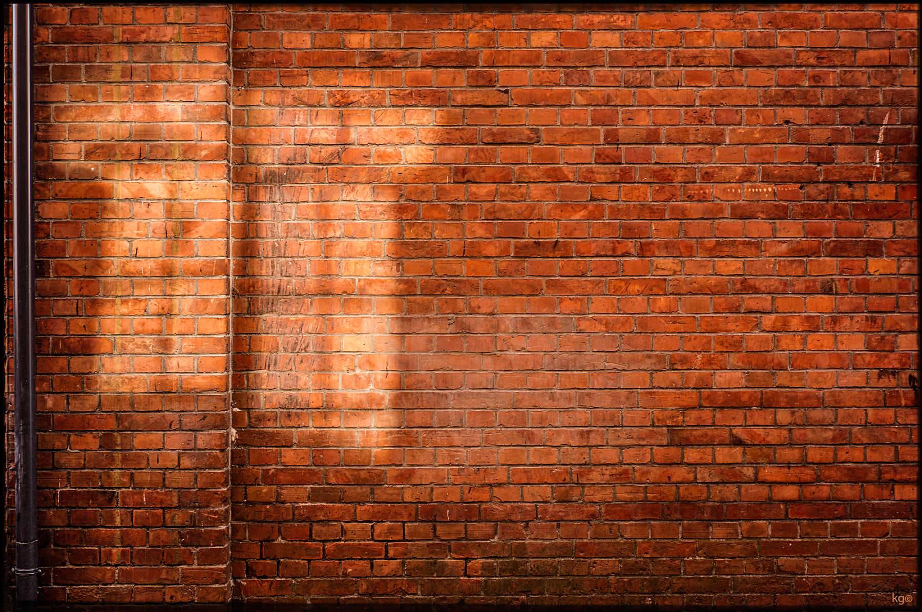 2015_09-Wall-with-windoe-reflection.jpg