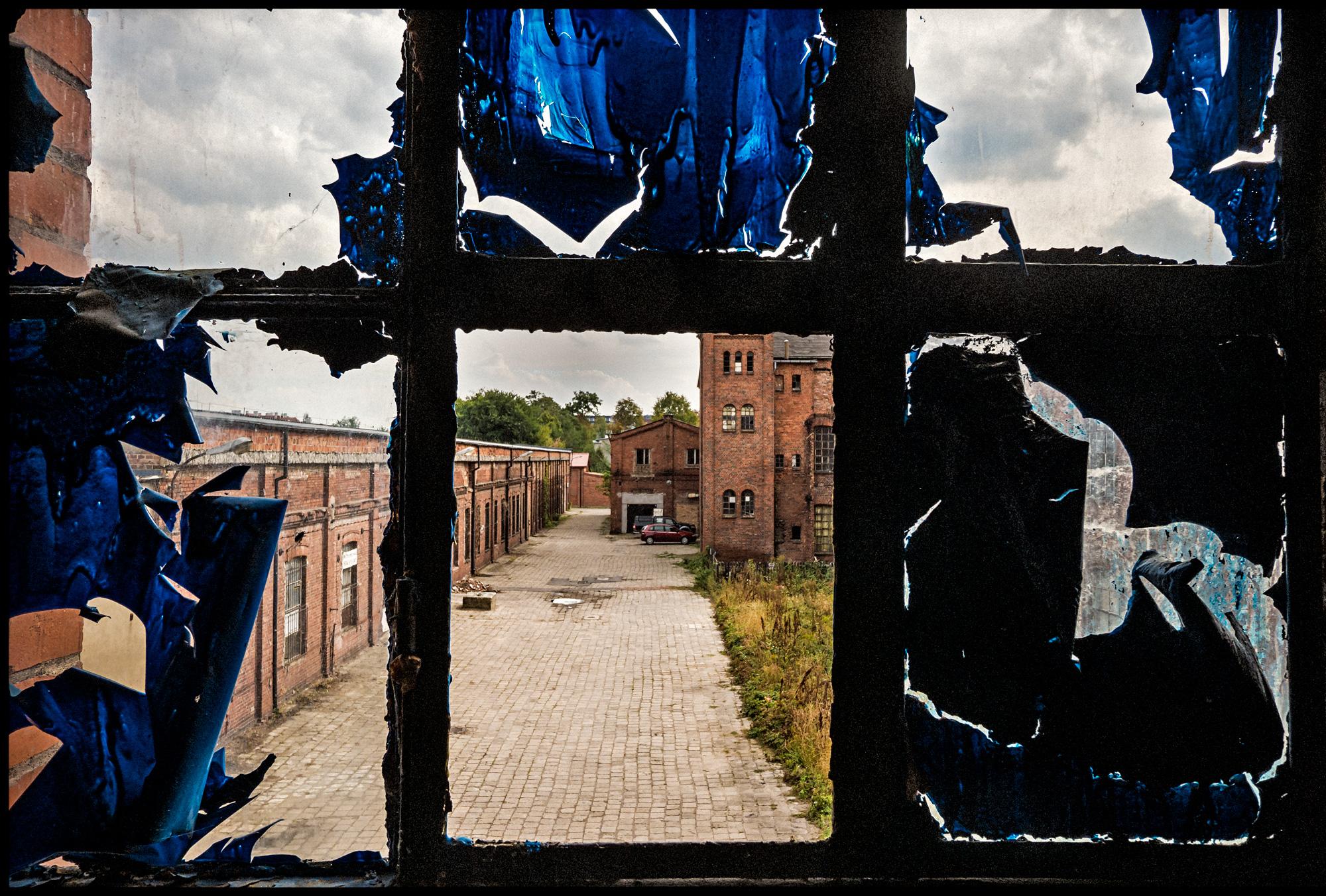 2015_09_08-Zyrardow_Poland_broken-window-view_0550.jpg