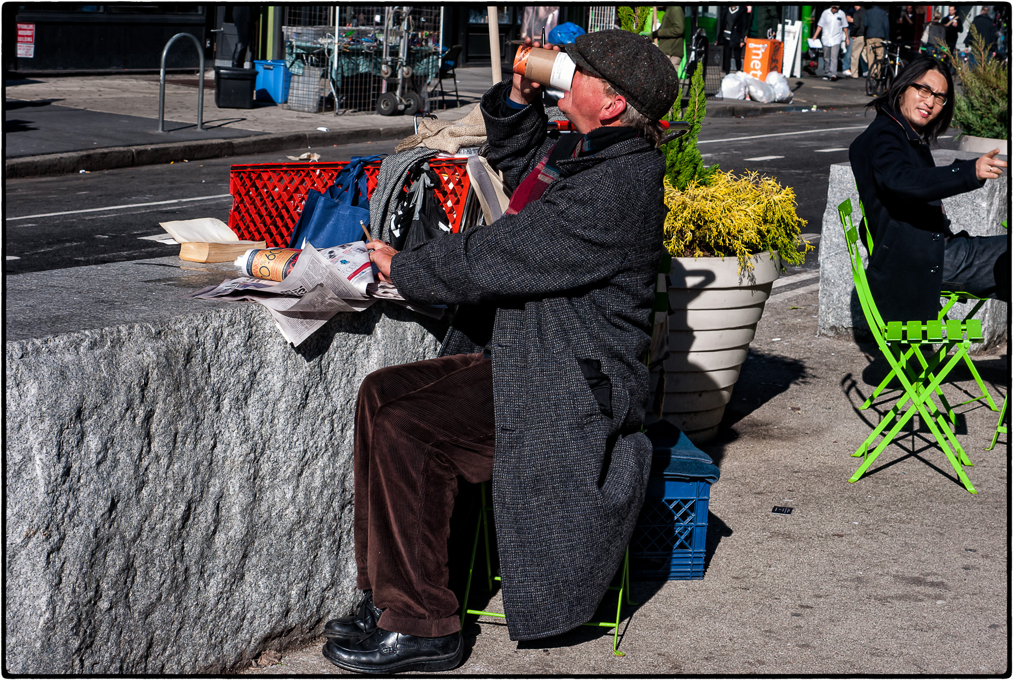 2015-Homeless-paper-reader.jpg