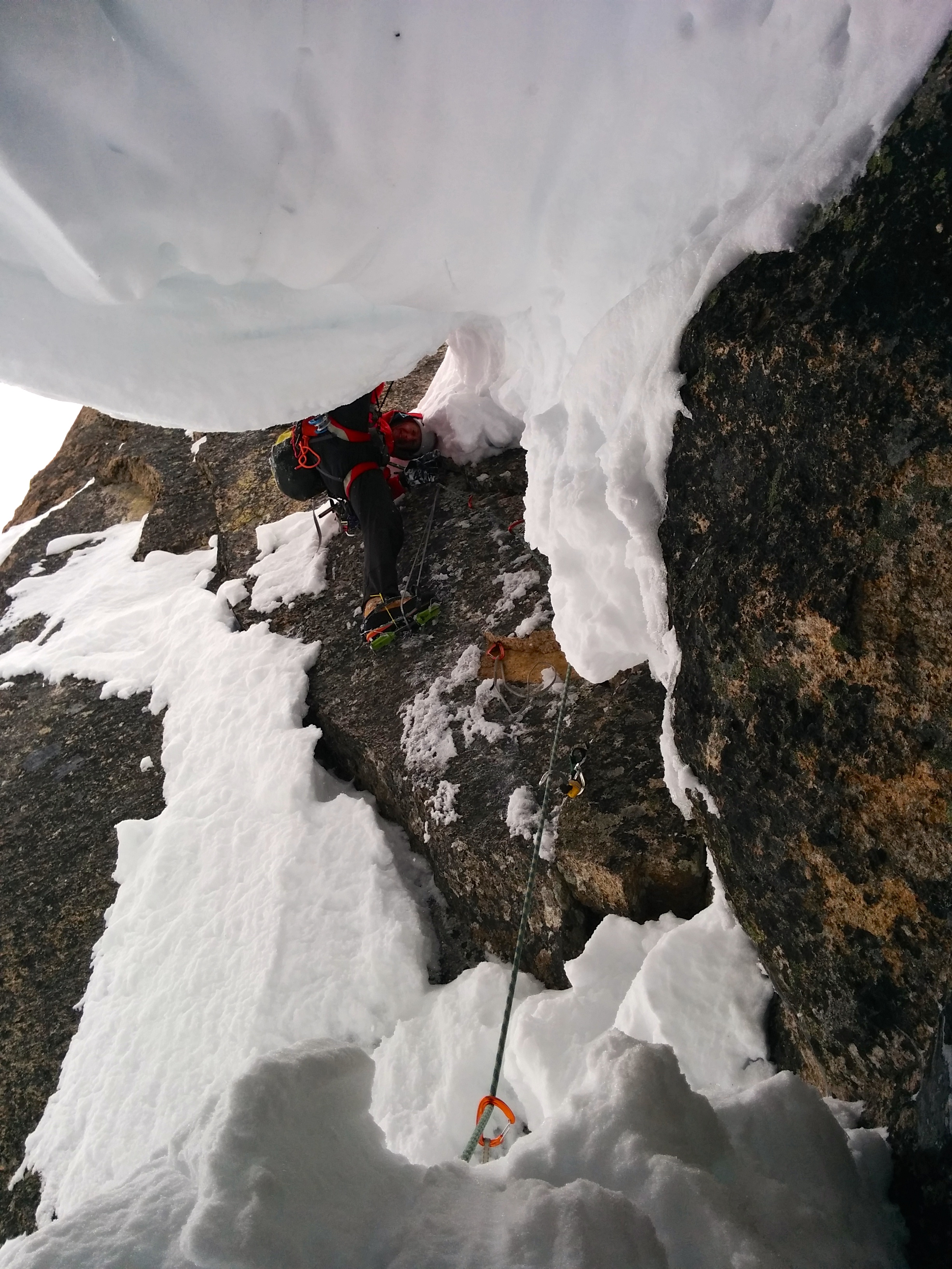Aiding over the cornice after excavating the crack