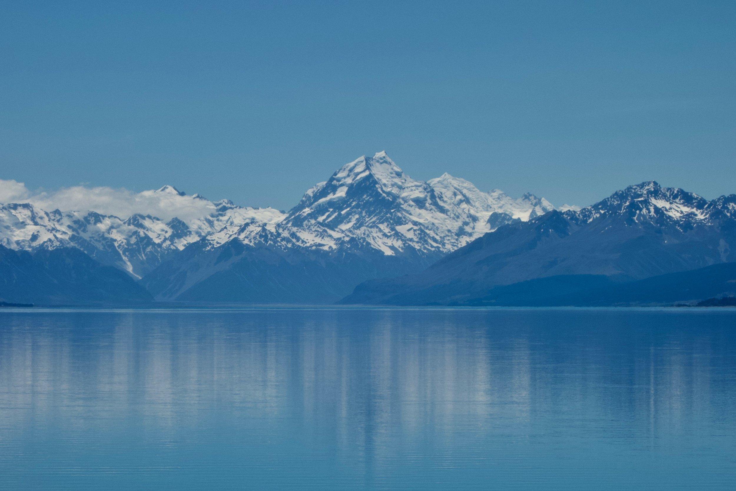 Aoraki Mount Cook across Lake Pukaki