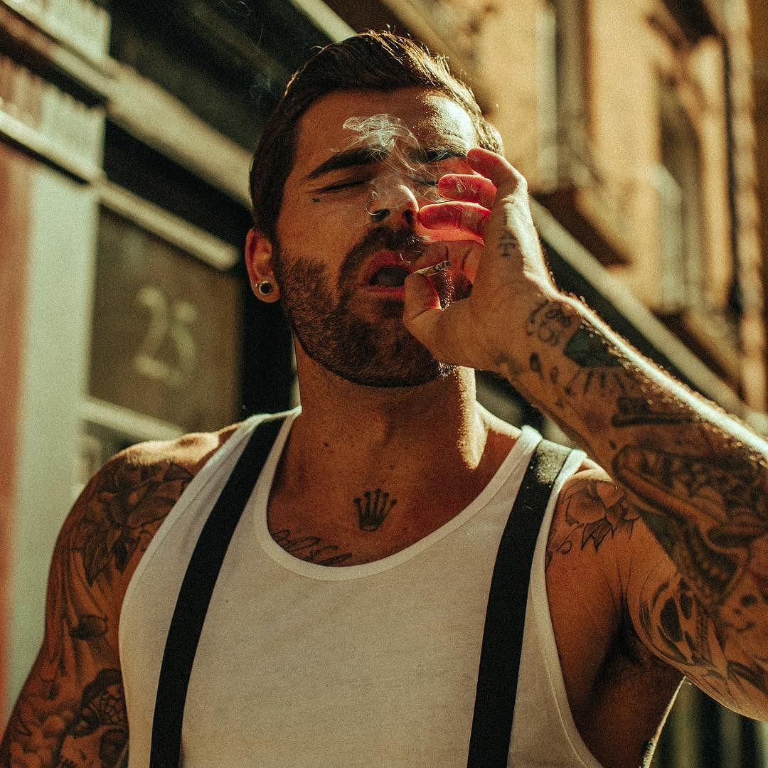 Chris Perceval - 255.5 k FANSIN / TW Making his career as a model and fashion influencer, Chris has amassed a large following through his globetrotting adventures and regular fitness updates.