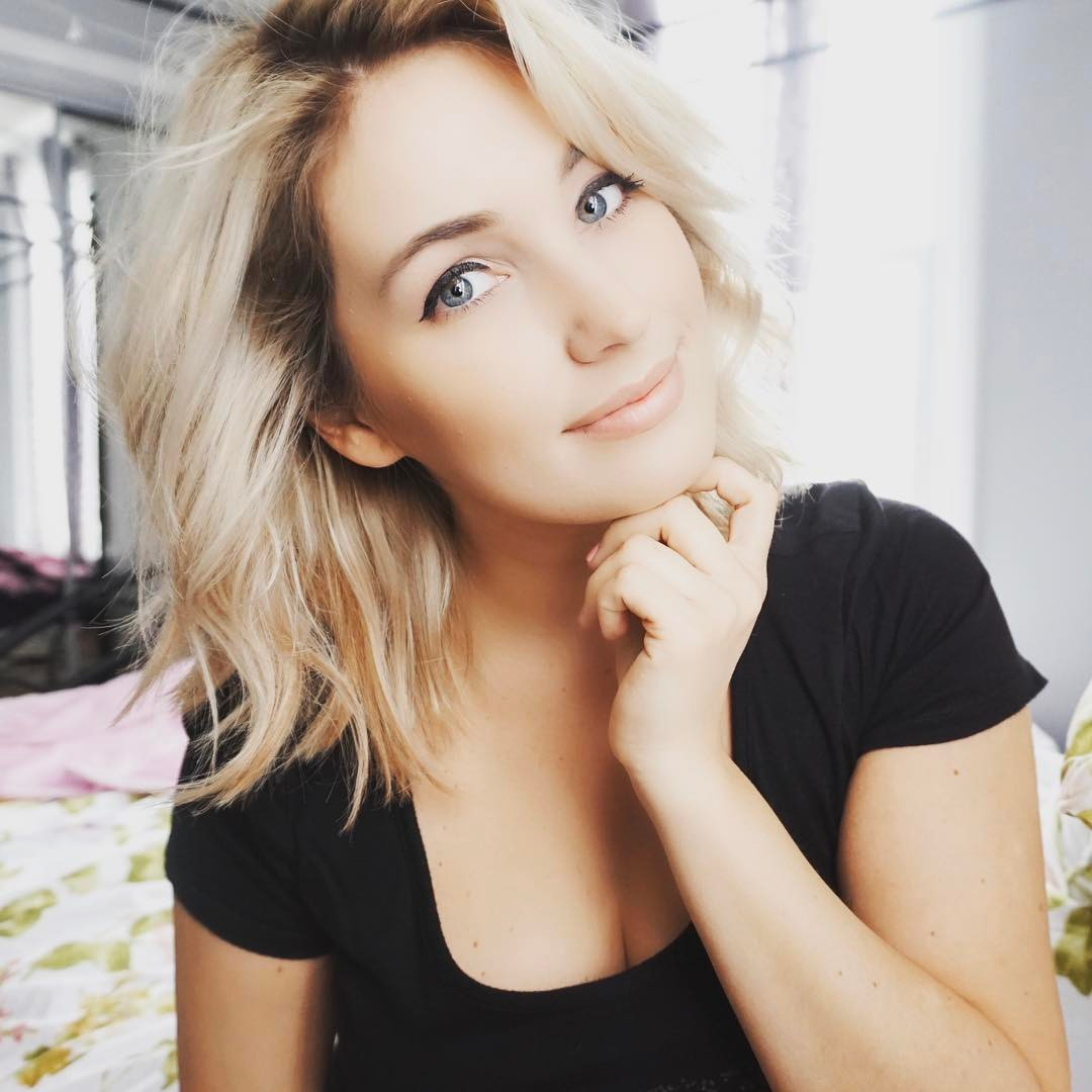 Stepanka Matto - 320k FANSFB /IN/ YT / TWYoutuber, pizza lover and pug mother Stepanka connects to her fans through crazy life stories touched with a bit of comedy.