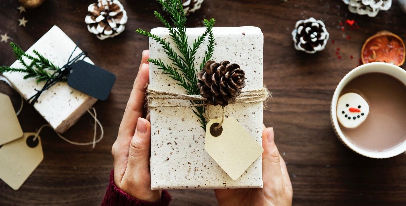 Gift-Guide-1377x700.jpg