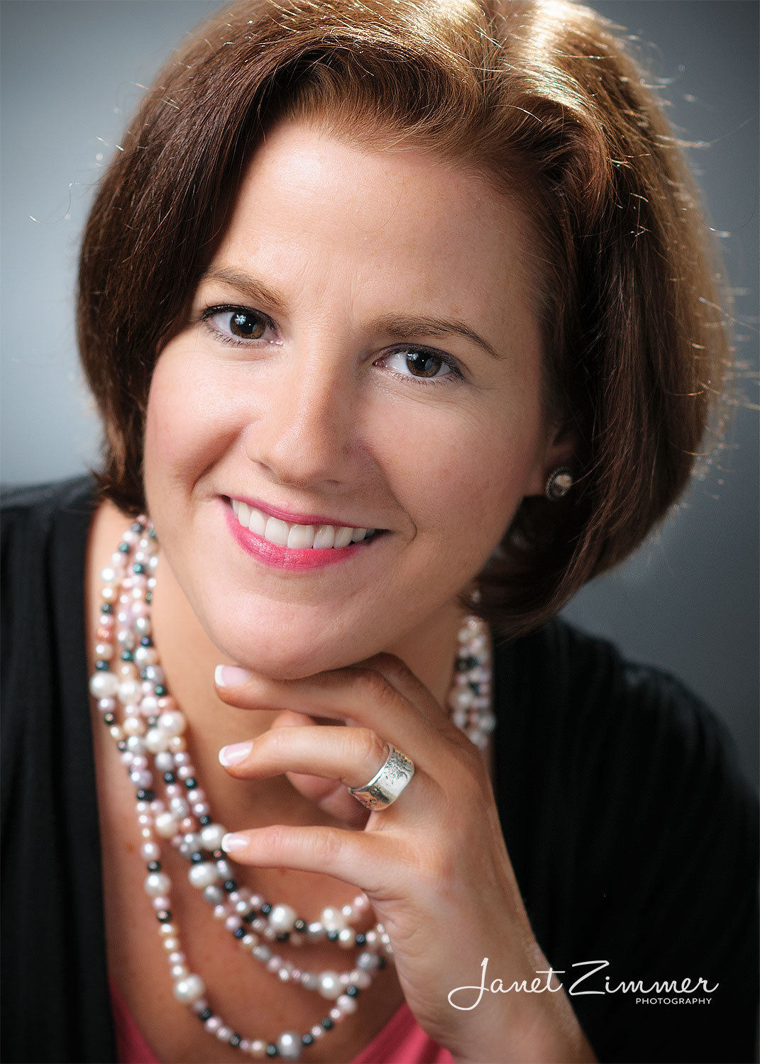 Business-portrait-of-woman-with-jewelry