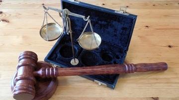 wood-hammer-rule-justice-horizontal-court-719590-pxhere.com.jpg