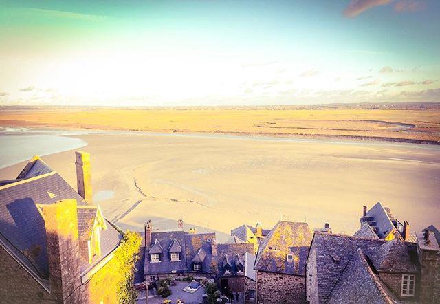 📍: 🇫🇷 | Find the highest point of a city. Go there. Enjoy the view. | #montstmichel #montsaintmichel #lemontsaintmichel #lemontstmichel #visitlemont #normandie #normandy #bretagne #brittany #bretagnetourisme #france #visitfrance #topfrancephoto #ig_france #igersfrance #hello_france #visitelafrance #instafrance #photooftheday #picoftheday #bestoftheday #travelgram #instatravel #instaphoto #instapic #instagood #traveldeeper #tourtheplanet #letsgoeverywhere #wowshots