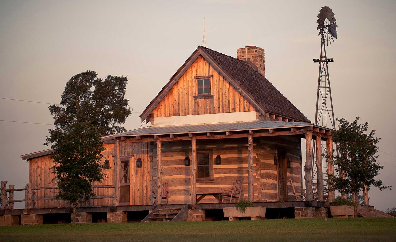 Hinze Cabin Exterior