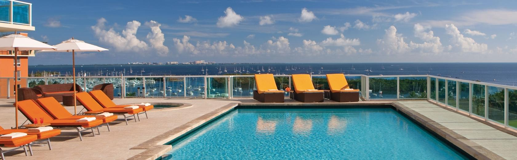 sonesta pool deck 2.jpg