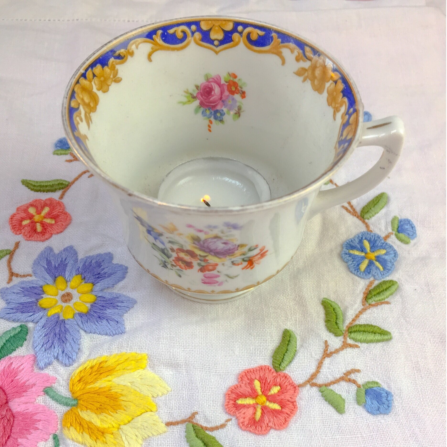 teacup+with+candle+on+pretty+tablecloth.jpg