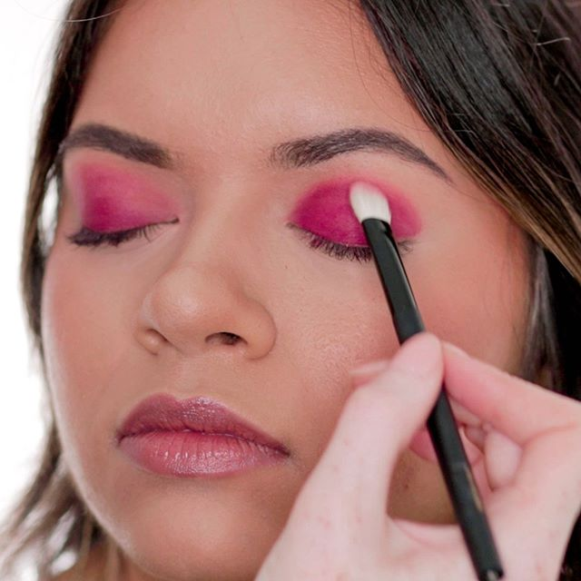 We'll show you how to blend eyeshadow, and we didn't make it easy on ourselves! Matte hot pink... If we can blend this out smoothly, you can blend anything!  Click the link in our bio to get access to over 90 high-quality video lessons in our Complete Makeup Course.