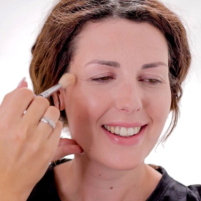 A smile and some highlighter, a match made in heaven ⠀ Our tutor @rachael_brook shows you how to create a natural glow using both cream and powder highlight in our Complete Makeup Course. Click the link in our bio to enrol for instant access .