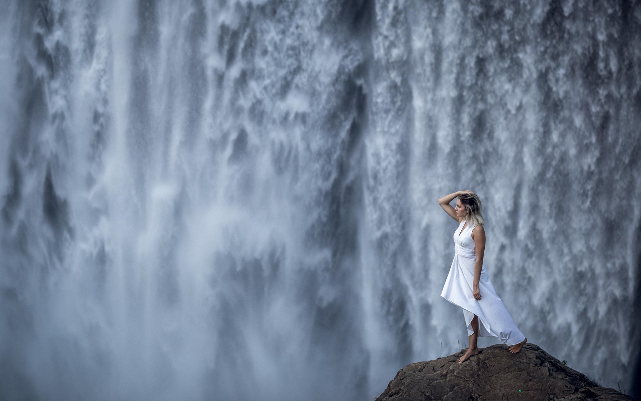 Model: Albina      Camera: Canon EOS 6D Lens: Canon 85mm 1.8 EXIF: 1/320f/2.8 ISO200 Natural light