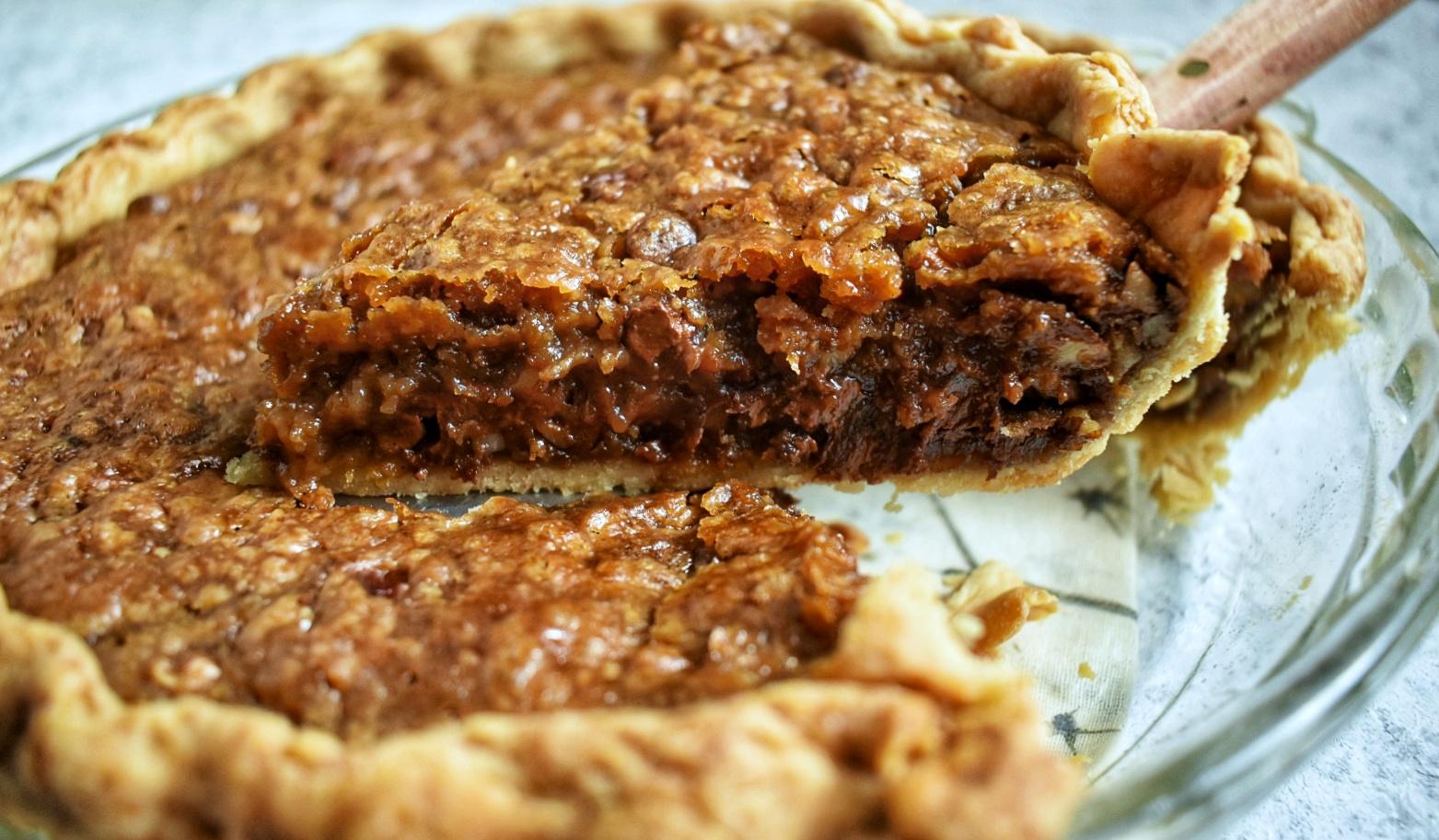 Vegan Kentucky Bourbon Chocolate Pecan Pie - The Bitchy Baker