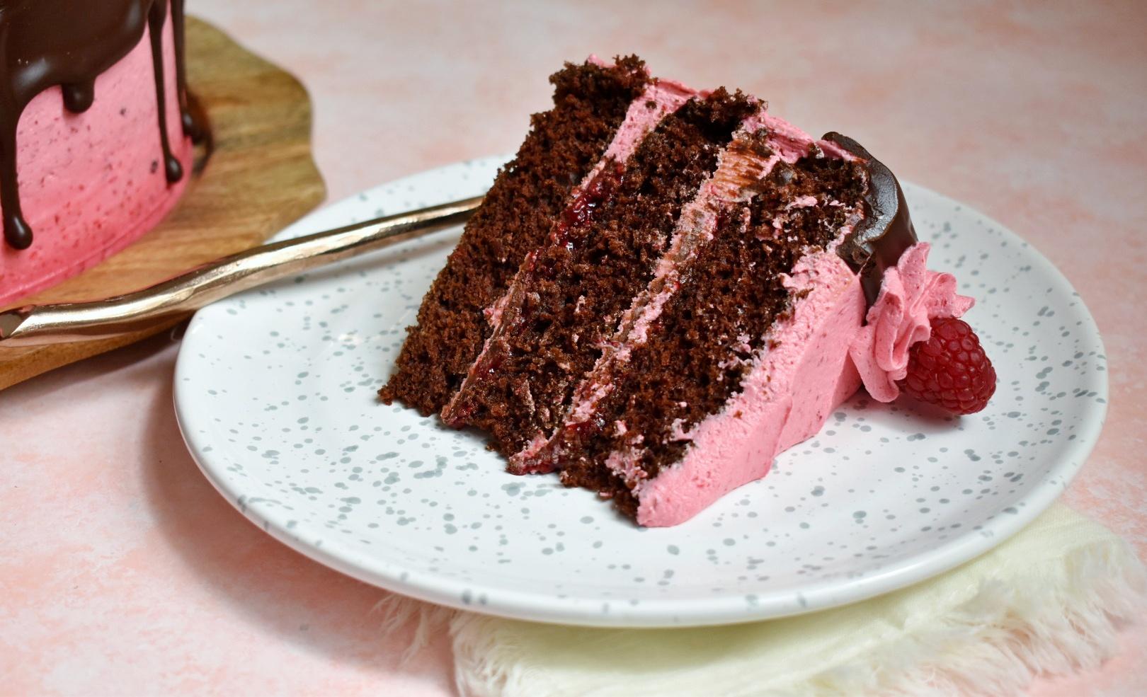 Raspberry Ganache Cake - The Bitchy Baker