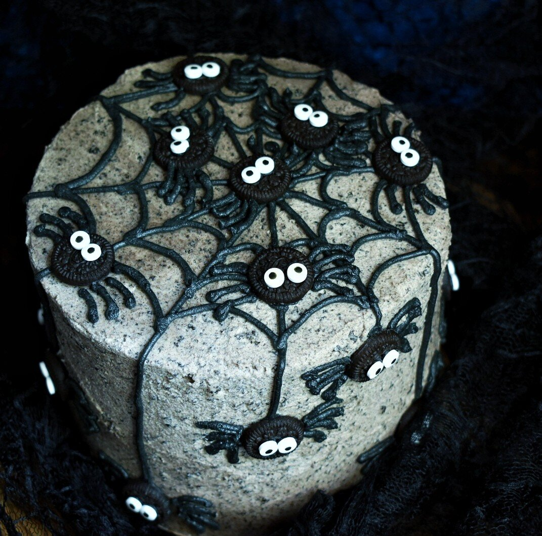Vegan Cookies and Cream Spider Cake - The Bitchy Baker