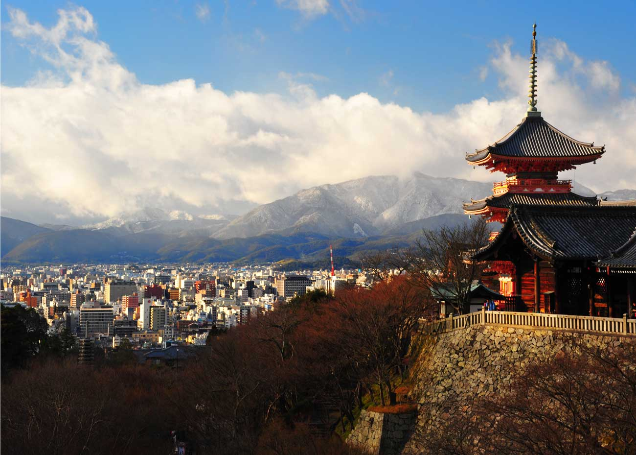 ©  Phil Holker  /  Creative Commons , Overlooking Kyoto from Kiyomizu Temple