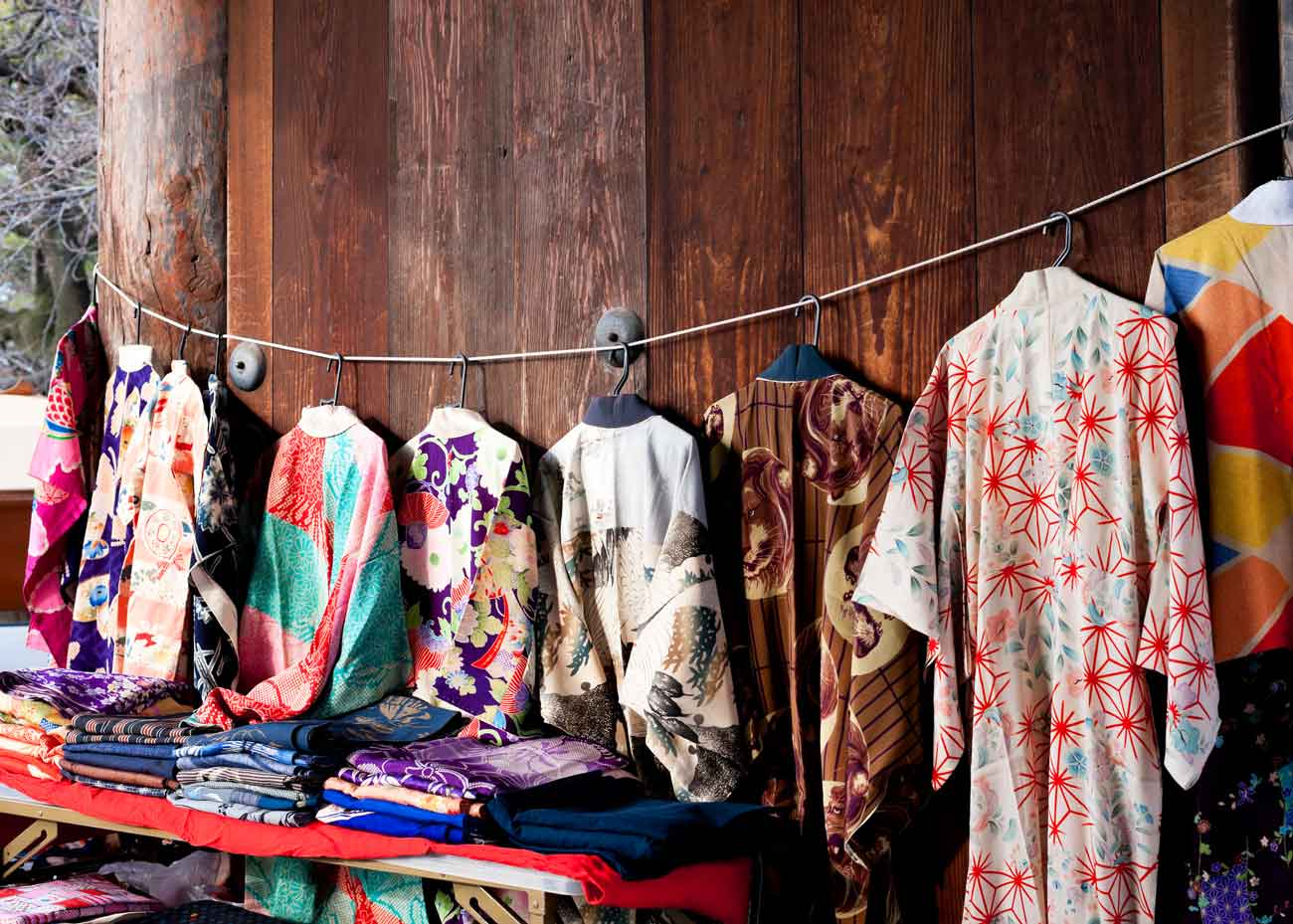 ©  Peter Rabbit  / Flickr Creative Commons, Kimono at the Flea Market