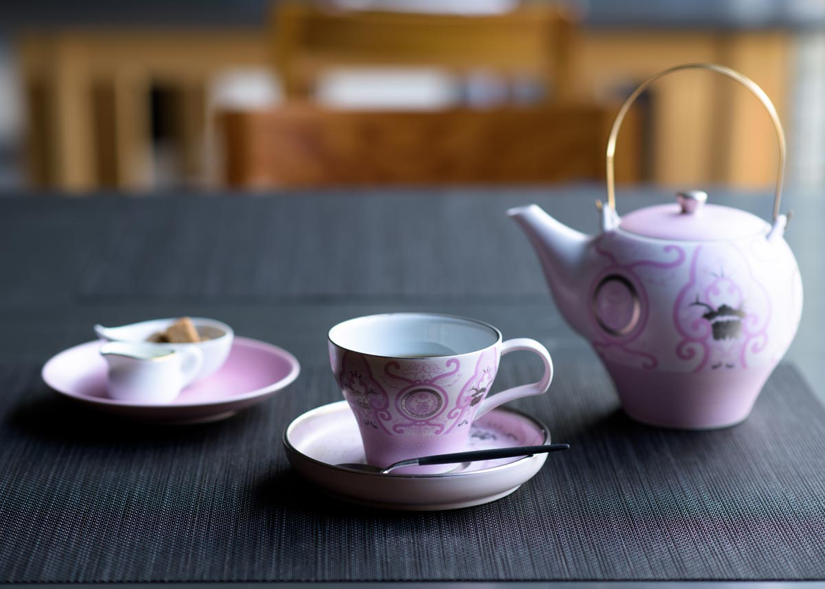 © Arita Porcelain Lab, Japan Cherry Tea Set