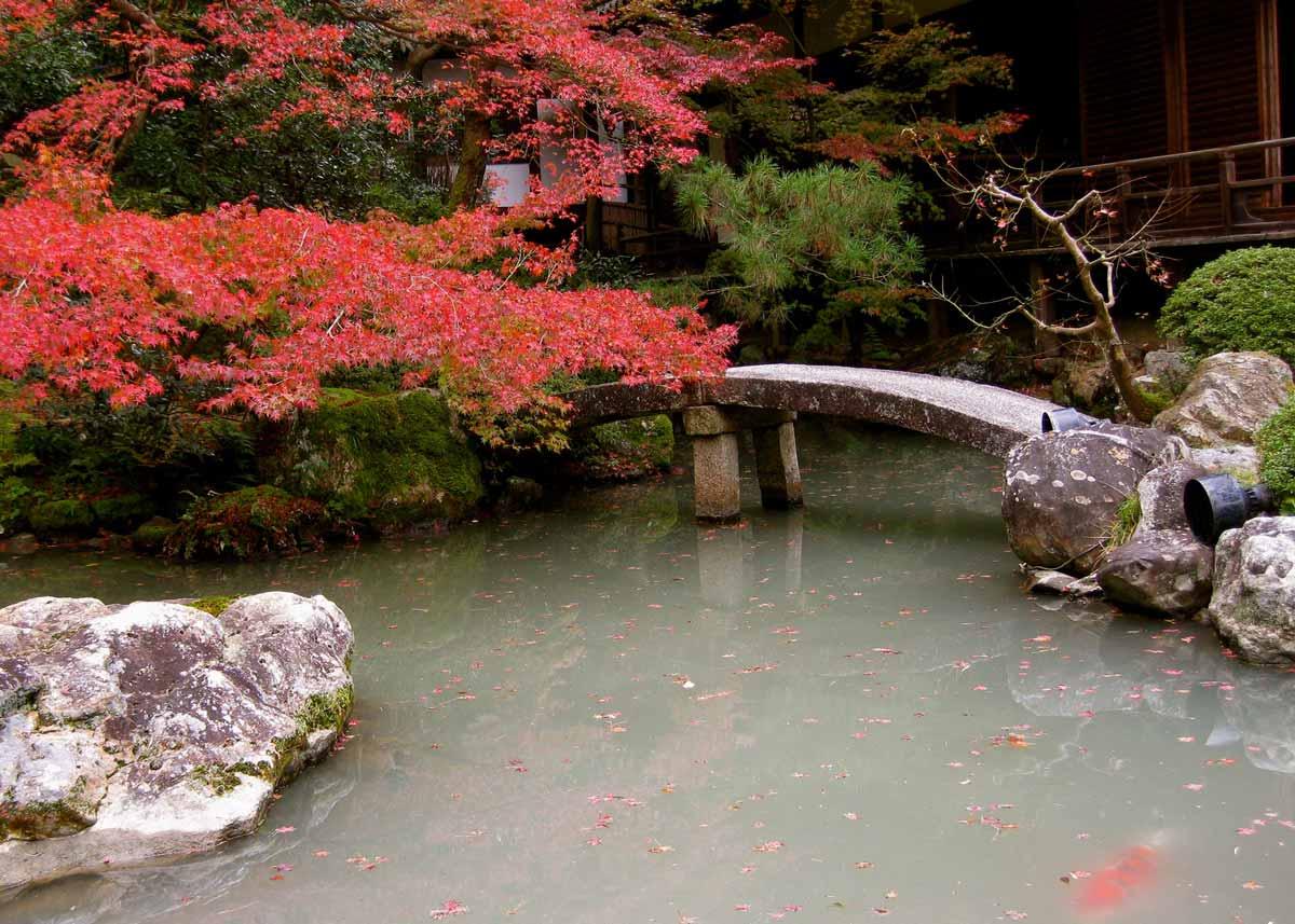 © Anika Ogusu, Real Japanese Gardens, Stone Bridge