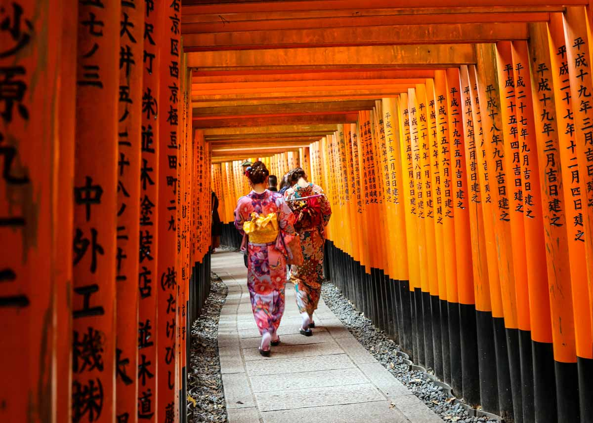 ©  Lawrence OP  / Flickr Creative Commons, Inari Shrine Path
