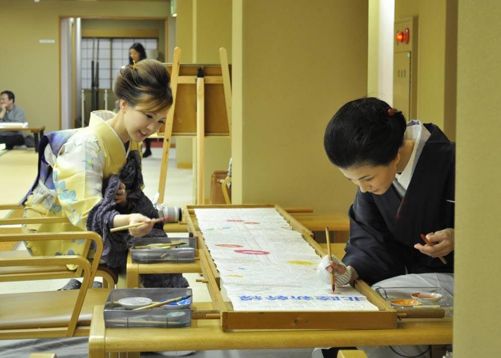 ©  Kaga Yuzen Kimono Center , Painting Kimono