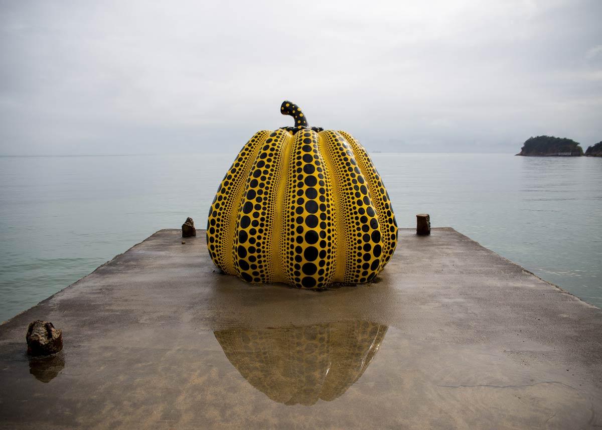 ©  Daniel Pouliot  /  Creative Commons , Kusama Pumpkin at Naoshima