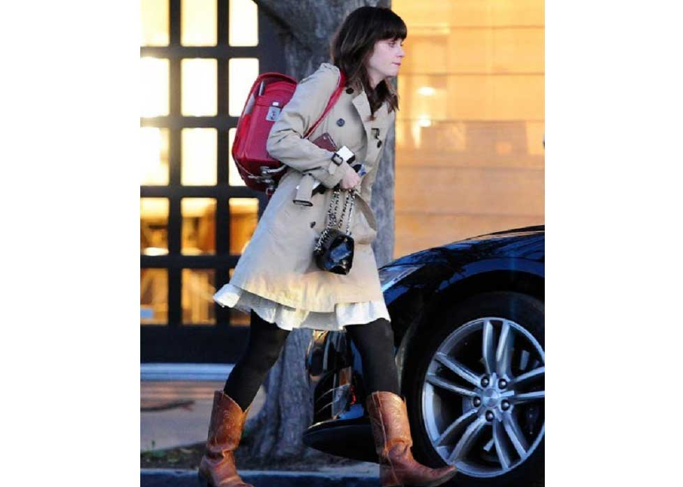 ©  Sora News 24 , Zooey Deschanel with a Japanese Backpack