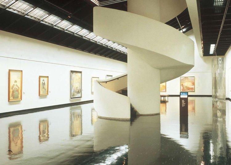© Sapporo Travel, dentro do Museu de Arte Moderna de Hokkaido