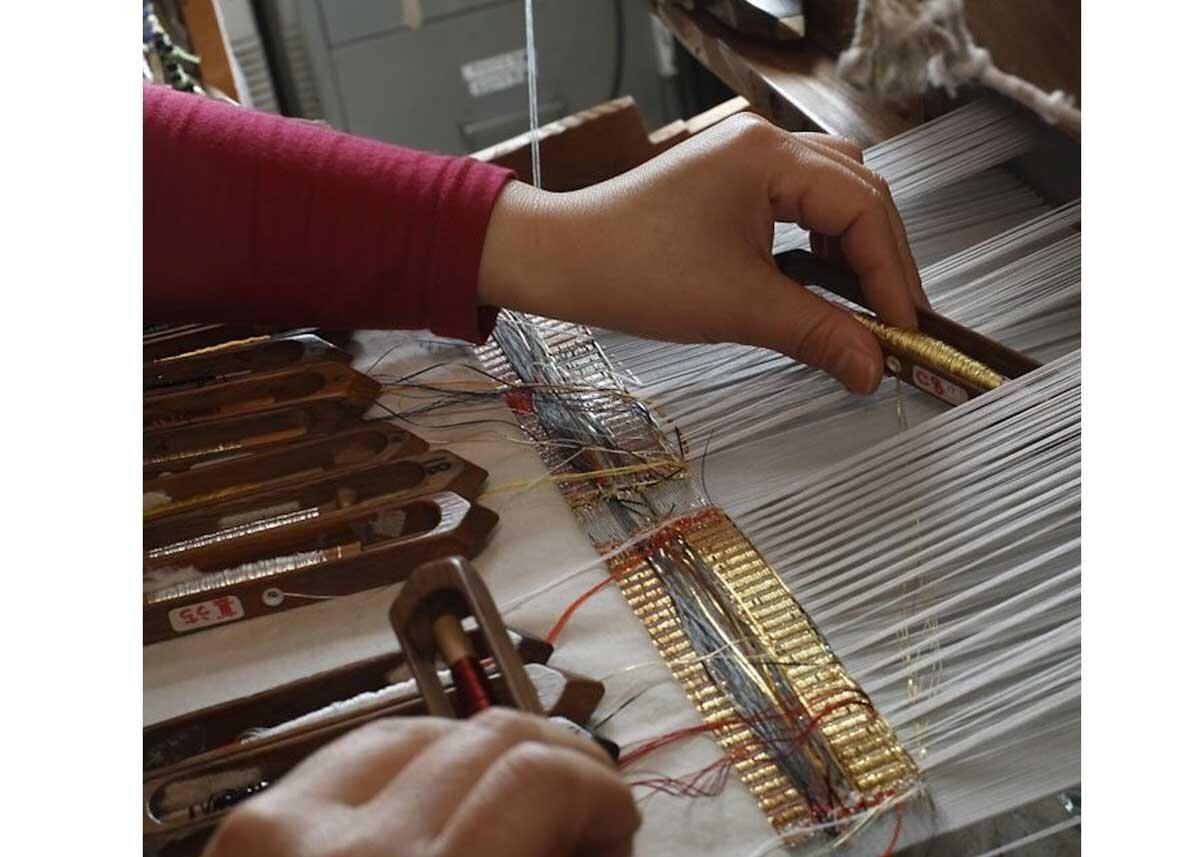 ©  Tatsumura , Silk Weaving