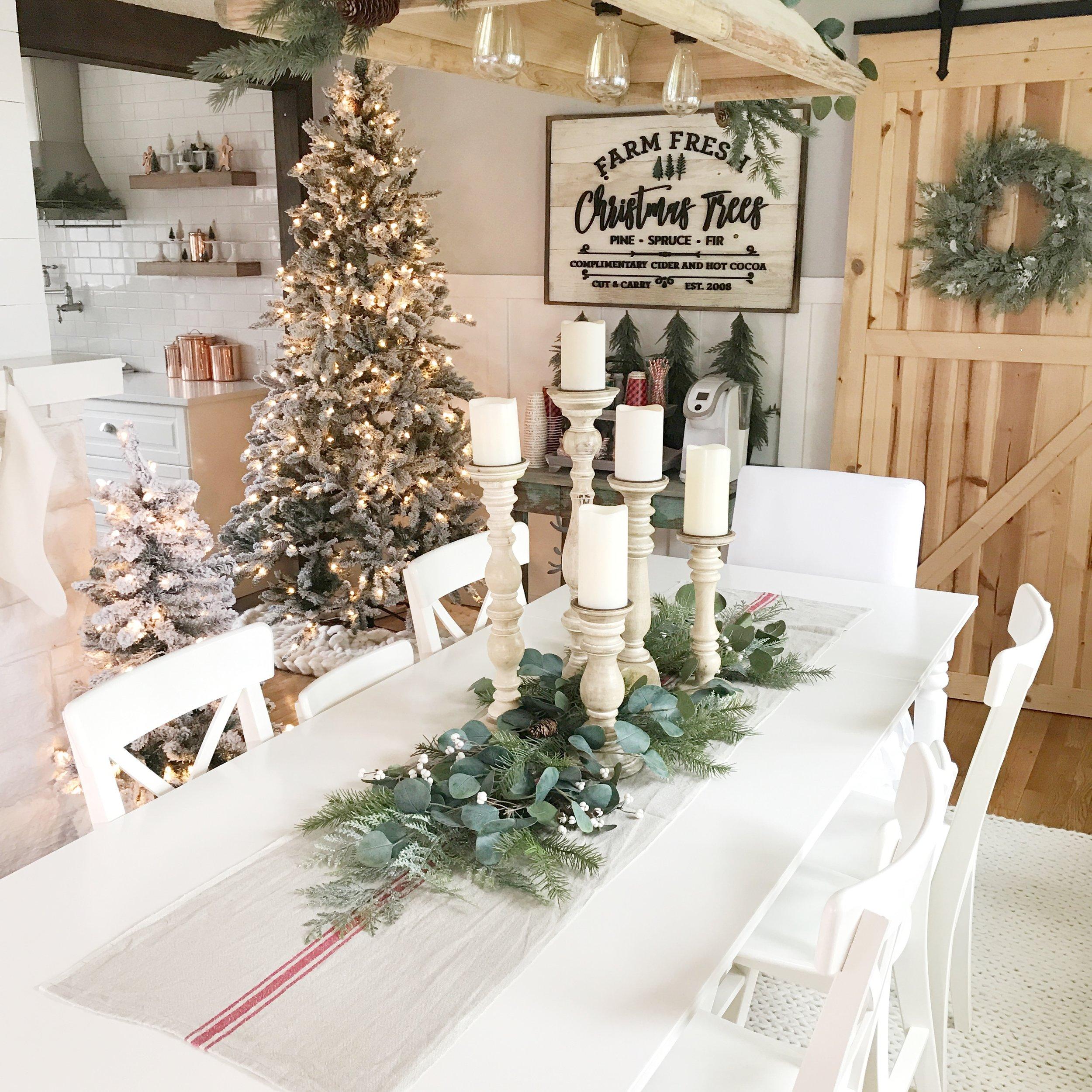 Chandelier  :  Antique Farmhouse   Christmas Tree Sign  :  Harper Grayce   Wreath  :  Walnut Harbor