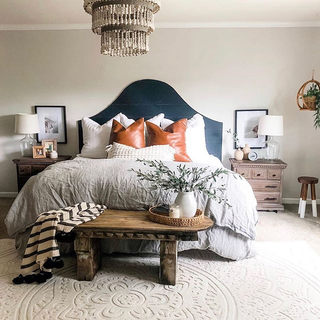 I have been getting up bright and early which is so not me, today I am getting ready to leave so I wanted to share my sweet friend Jess @houseon77th and her dreamy bedroom. Her account is full of so much inspo, she has the best DIYS and is a busy mom too! Head on over to show her some love! . . #fixerupper #fixerupperstyle #farmhousestyle #farmhousedecor #farmhouse #cottagestyle #cottagestyledecor #bhgstylemaker  #modernfarmhouse #myhousebeautiful #mysmphome  #farmhouseinspired #homedecorating #homedecorideas  #imsomartha #farmhousefresh #shiplap #farmhousedesign #farmhouseliving #farmhousefresh #homedecor #interiordecor #interiordecorating #bhghome #homedecor