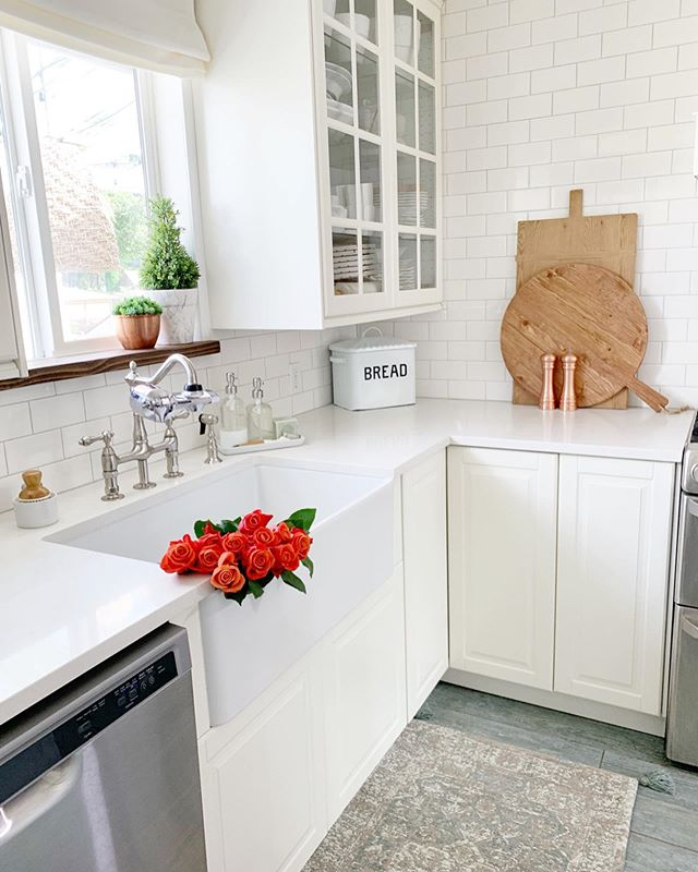 Clean Kitchen ✔️ Fresh Flowers ✔️ Cleaner Water on Tap ✔️ Had to share our latest find with you guys because you deserve the best!! . . We recently installed the @PUR.Water Advanced Faucet Filtration System and we're loving it!! It was super easy to install and you can turn the filtered on and off, which is perfect for when you need to switch between using the filtered water and filling a flower vase, for example. . . What's even better is knowing that we have clean, filtered water on tap. We have been making a big effort to use less plastic bottles and just fill up our reusable bottles, which is now super easy for the kids to do too. Having PUR can help save up to $1,000 per year on plastic water bottles. It's not only great for the environment, but for your overall health too – from washing fruits and veggies, to brewing coffee and tea, or even filling up Rosie's water bowl. Bottom line – when it comes to the quality of the water, your family deserves the best and that's why you need PUR water! PUR is certified to reduce over 70 contaminants including 99% of lead, 96% of mercury and 92% of certain pesticides, more than any other brand. . . Does your family have purified water on tap? . #ad #PURwater #summerhydration #kitchentip #fixerupper #fixerupperstyle #farmhousestyle #farmhousedecor #farmhouse #kitchendecor  #modernfarmhouse #myhousebeautiful #mysmphome  #farmhouseinspired #homedecorating  #imsomartha #farmhousefresh #kitchendesign #kitchensink #farmhousekitchen #farmhousesink #farmhousedesign #farmhouseliving #interiordecor #interiordecorating