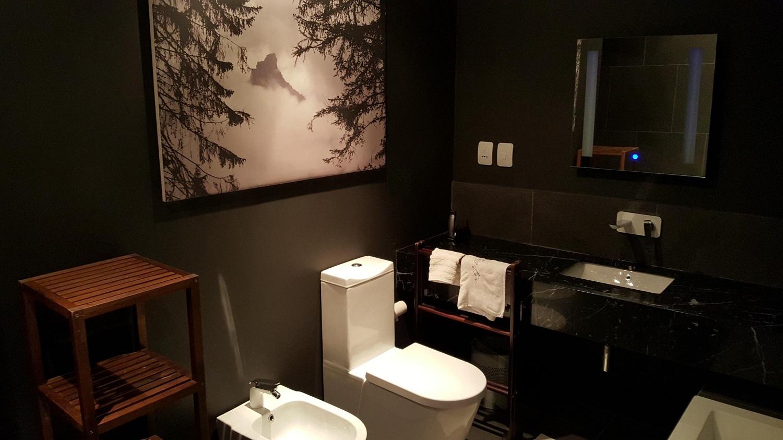 black bathroom.jpg