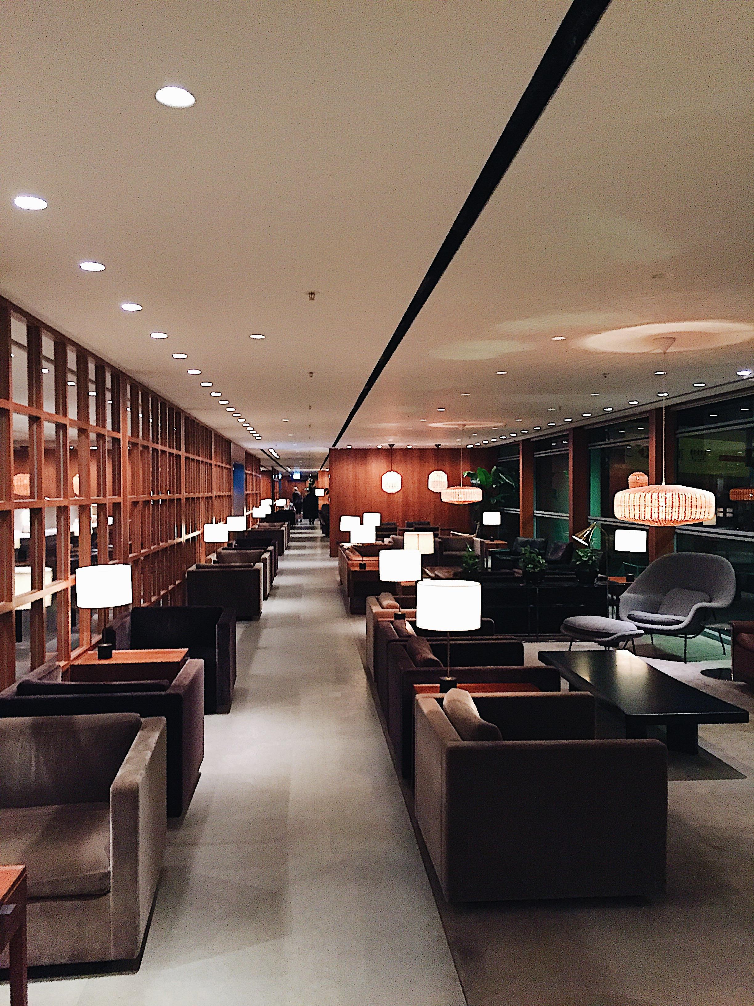 Cathay Pacific Lounge Hong Kong Review