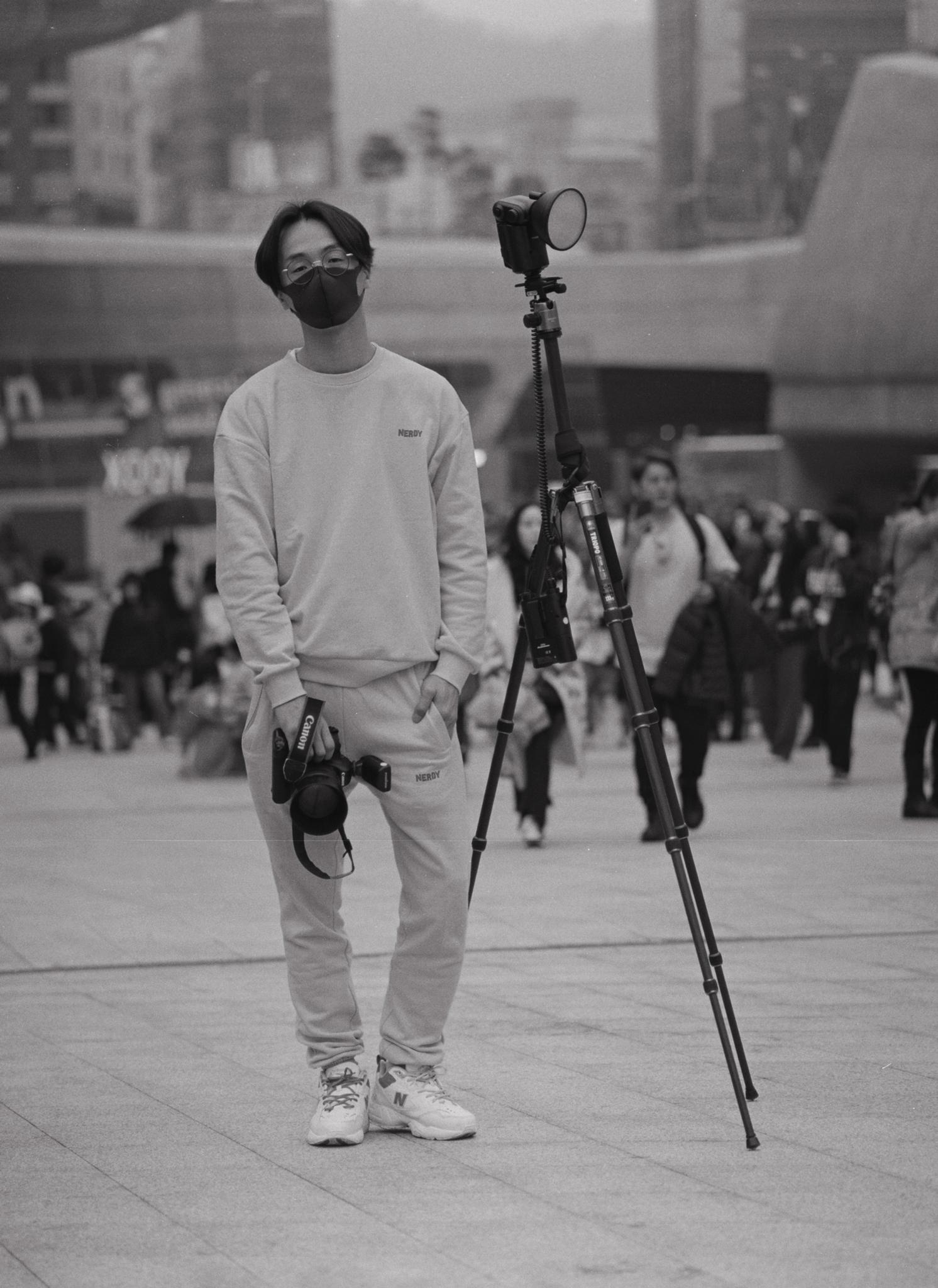 """옥 영철 (31) – """"긍정적인 마인드를 갖고 살자""""  Okyongchul (31) – """"Let's live with positive mind(attitude)."""""""