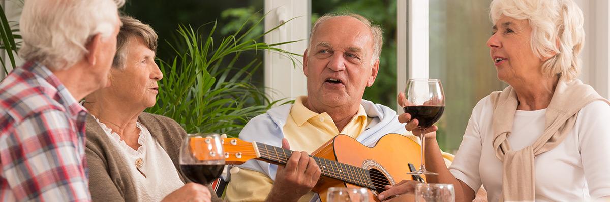 Clases de guitarra para todas las edades. Nunca es demasiado pronto ni demasiado tarde para disfrutar de la música y explorar tu creatividad.