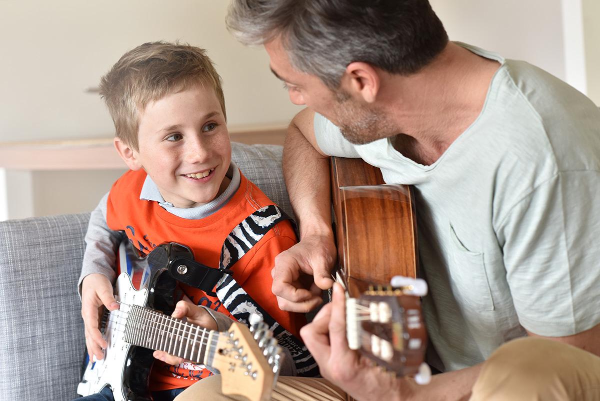 ESTIMULA LA CREATIVIDAD DE TODA LA FAMILIA - Empezaréis a componer vuestras propias canciones desde el principio