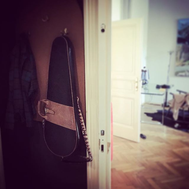Wolfmeister® bags are best stored hanging. Keep them out of the way, on a coatrack behind the door, display it proudly on a picture hook on your studio wall or store it away in your wardrobe using the leather loop.