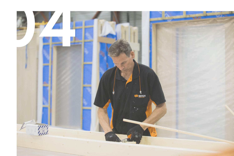 PRODUCEREN - VOXS is een initiatief van de Bergh Bedrijven die al ruim 60 jaar bestaan, toonaangevend in de bouwsector zijn en talloze projecten hebben opgeleverd. Productie in plaats van het bouwen van uw project vereist een andere manier van denken over het gehele programma. Uw gebouw wordt vervaardigd op een niveau van kwaliteit dat niet haalbaar is met traditionele en conventionele bouwmethodieken.