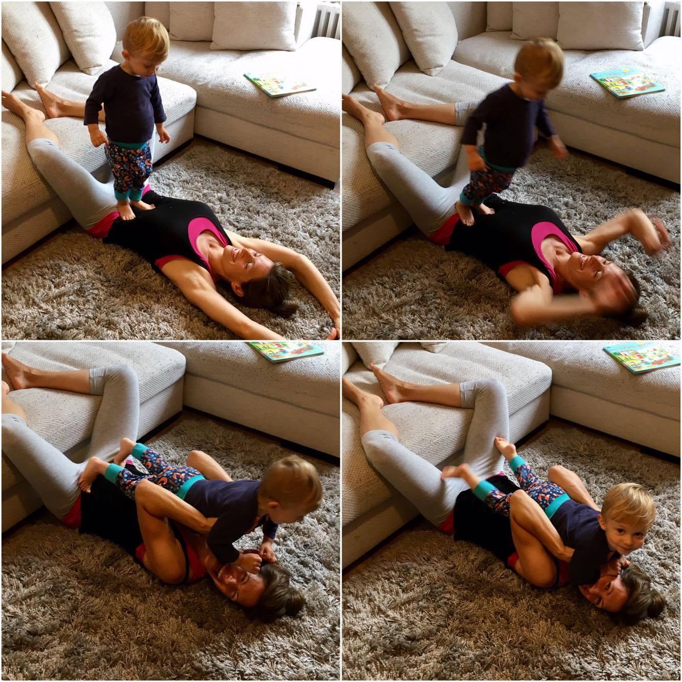 PRECAUCIÓN: ¡Su bebé puede saltar arriba de la Postura Yammin´ Silla Inversa!