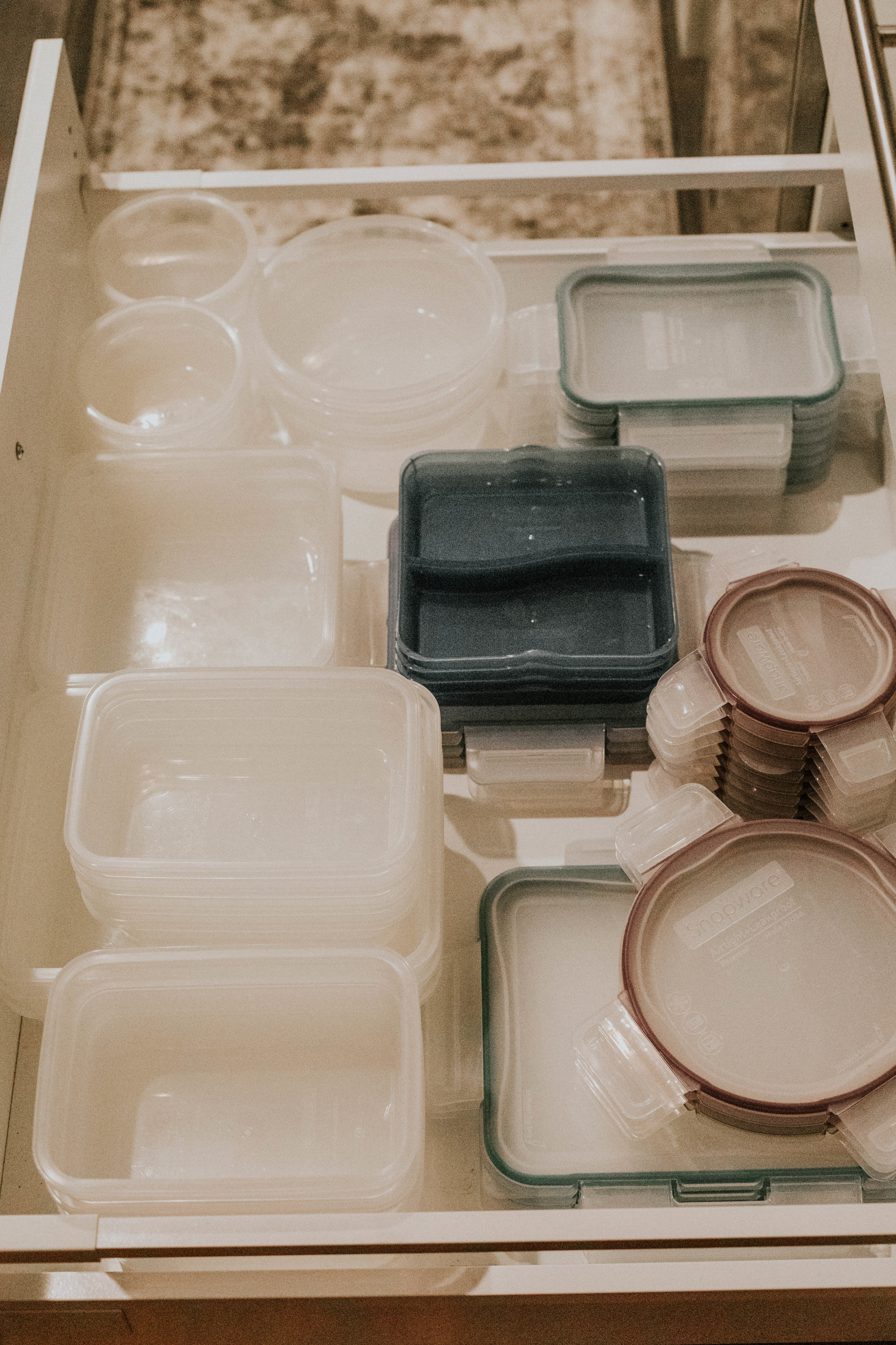 HOW TO ORGANIZE TUPPERWARE IN AN IKEA KITCHEN DRAWER
