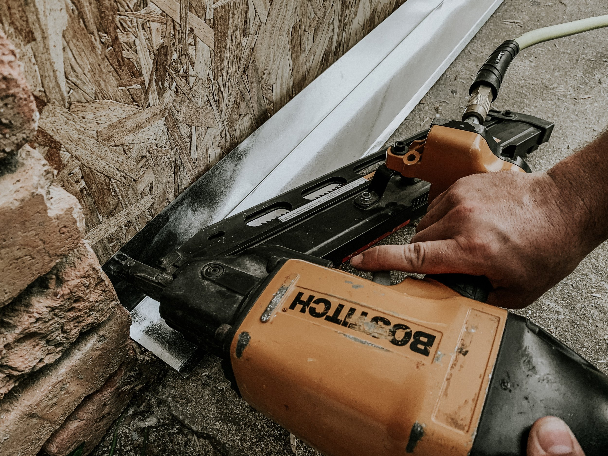 How to attach flashing to an exterior wall