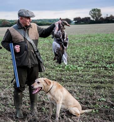 Velkommen tilKennel Huntsman's Choice - På vores hjemmeside vil vi gerne præsentere vores arbejde med opdræt af Labrador Retriever.Uanset race er det vores mål at opdrætte sunde racetypiske hunde med gode jagtegenskaber og med et godt temperament.
