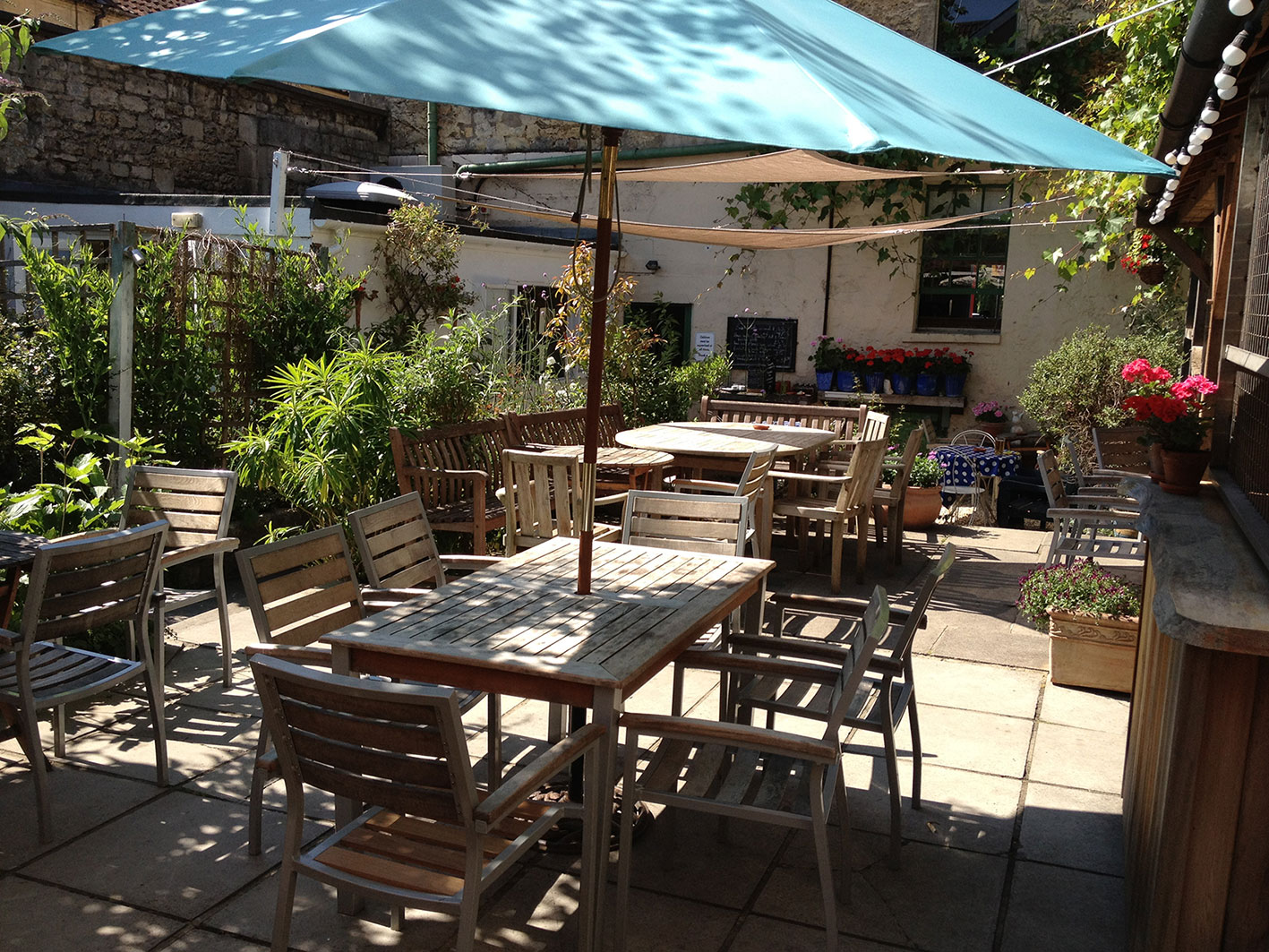 beautiful-pub-garden-bath-white-hart.jpg