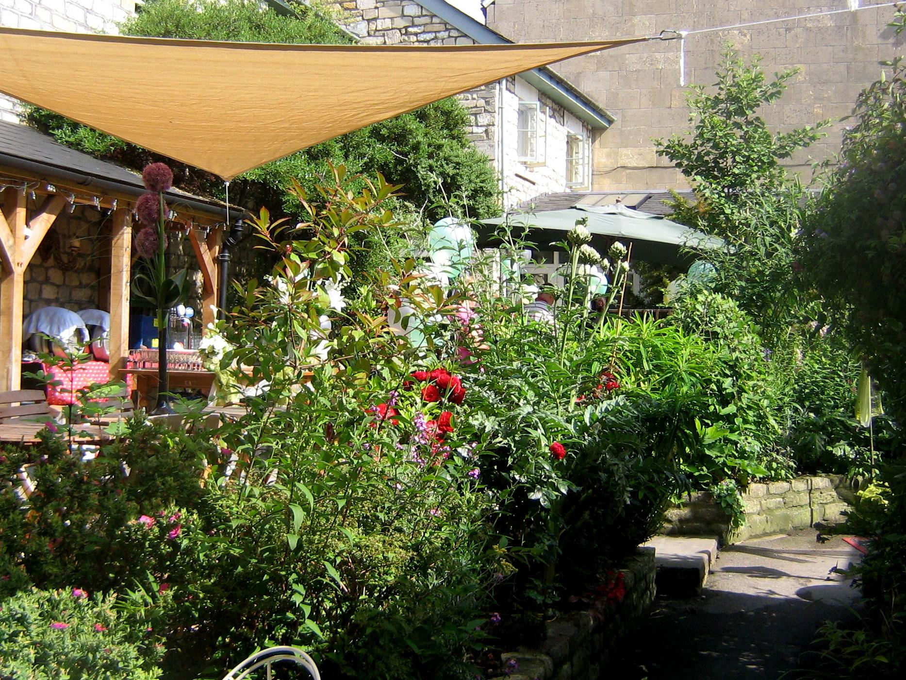 garden-terrace-white-hart-bath.jpg