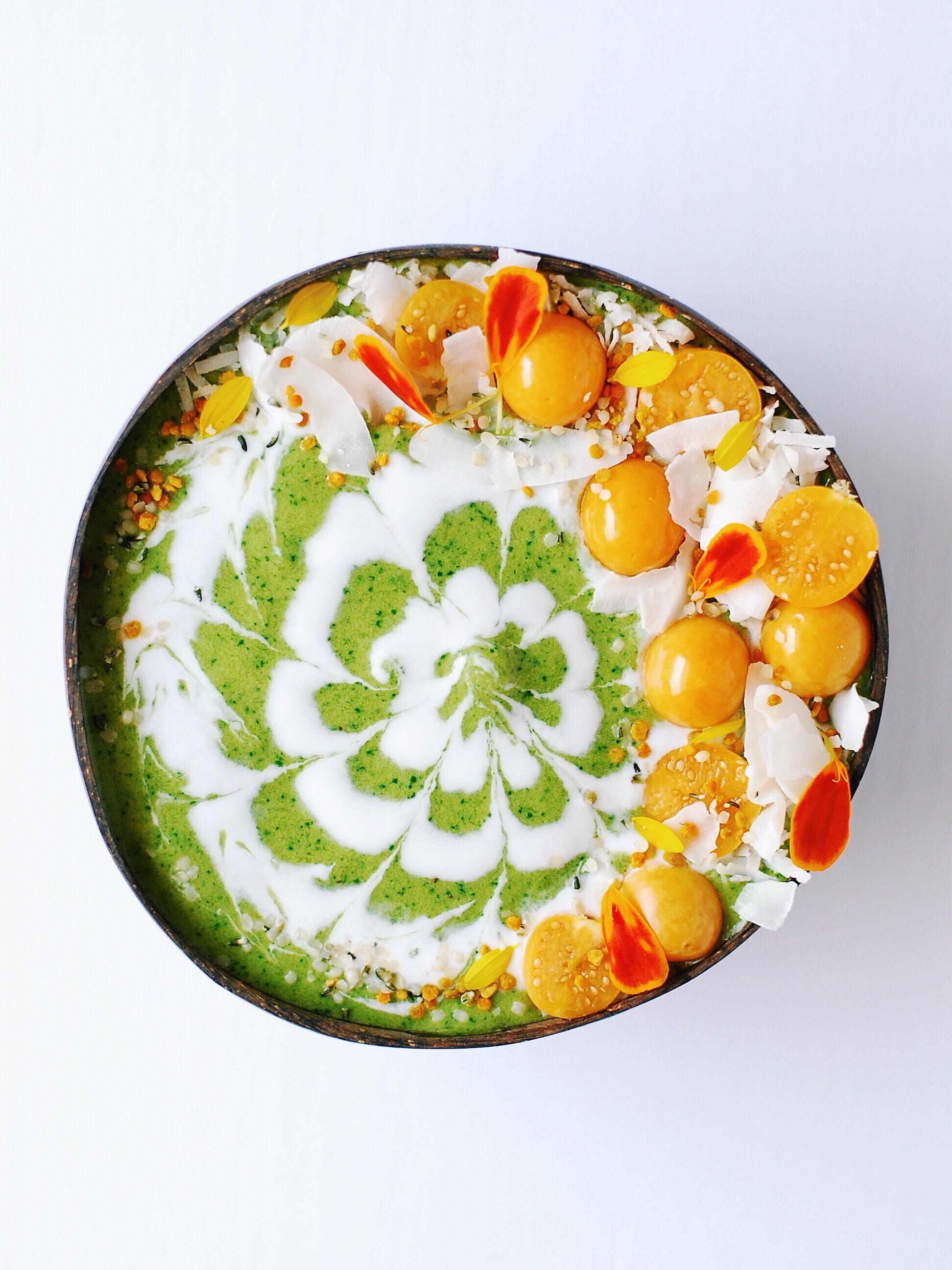 Matcha Mango Green Smoothie Bowl - Foody First