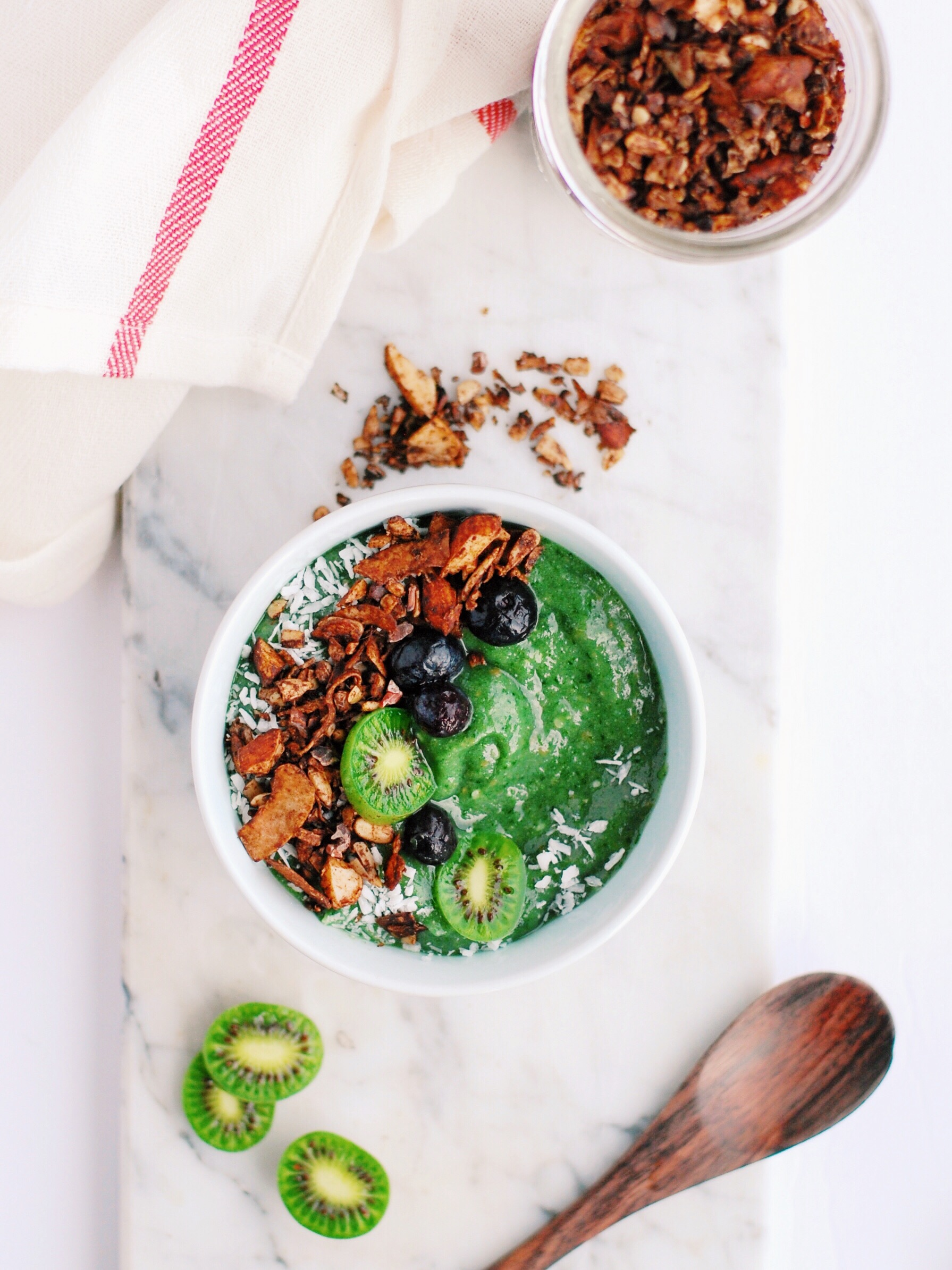 Mint Green Smoothie with Chocolate Grain-Free Granola - a refreshing and delicious combo that just never gets old! Paleo, vegan, and gluten free to please many types of eaters! - Foody First - #vegan #plantbased #glutenfree #dairyfree #plaeo #smoothiebowl #healthy #chocolate #grainfree